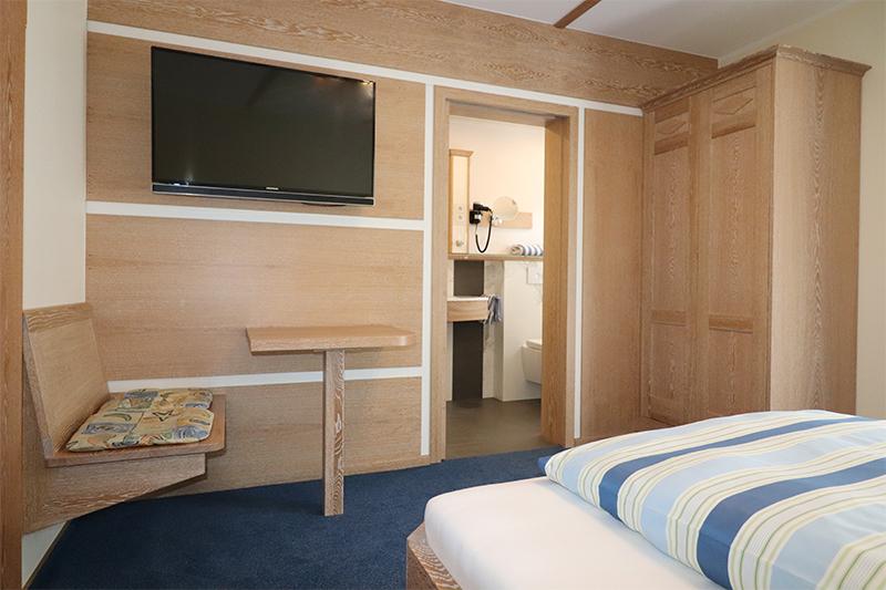 Zimmer5 2web - Hotel - Schlafzimmer- und Badrenovierung im Landhausstil