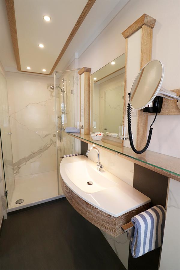 Zimmer5Badweb - Hotel - Schlafzimmer- und Badrenovierung im Landhausstil