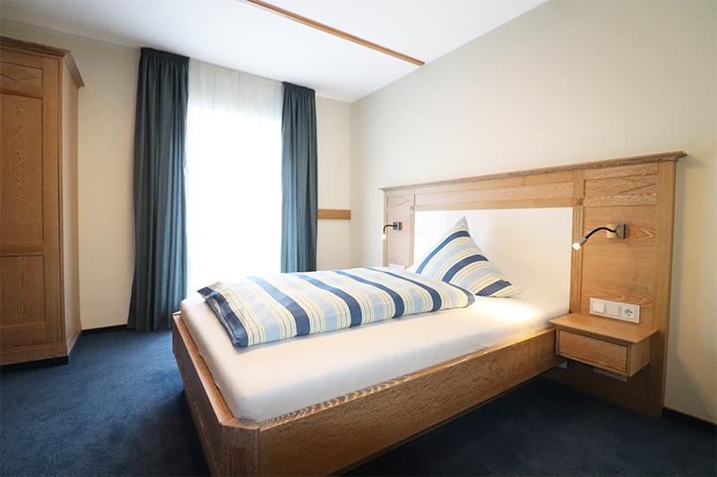 Zimmer5web 1 - Hotel - Schlafzimmer- und Badrenovierung im Landhausstil
