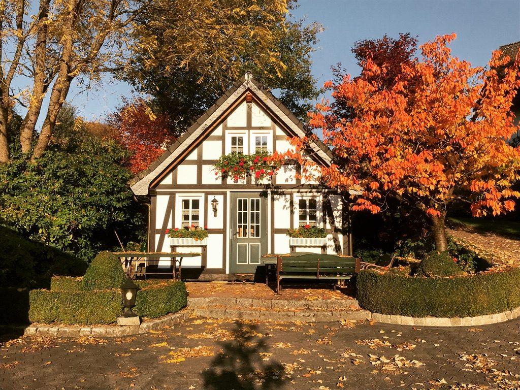 UNADJUSTEDNONRAW thumb 35ee 1024x768 - Malerisches kleines Fachwerkhaus als Gartenhaus